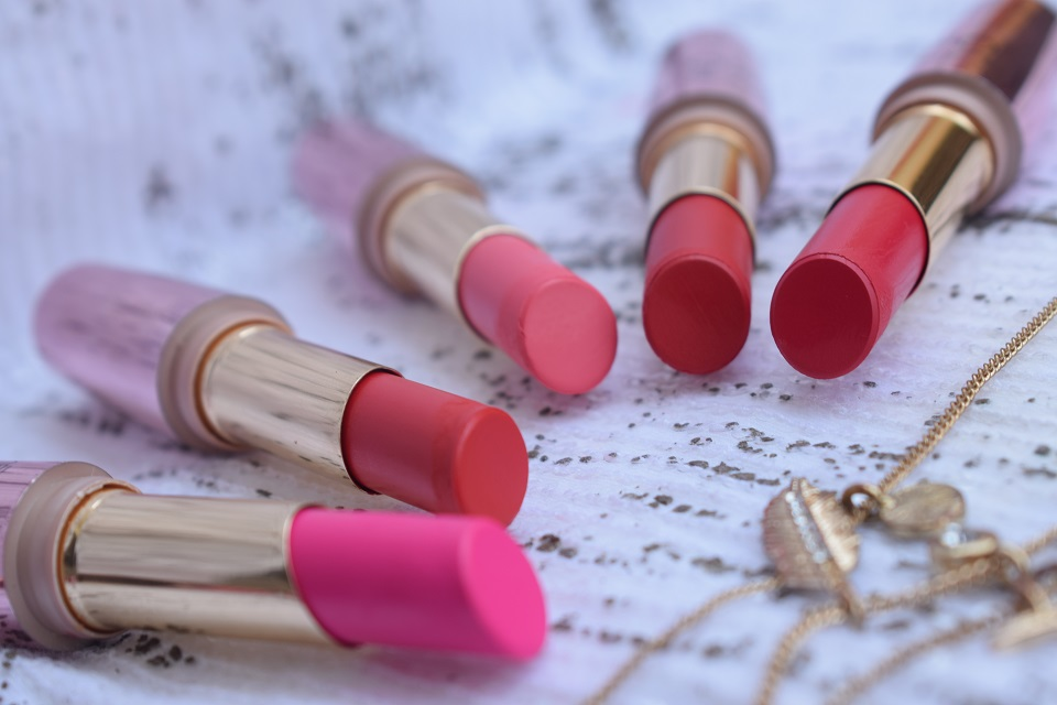 ae0cba2fe79 Lakme 9 To 5 Primer + Matte Lipstick   Swatches   Review - High On Gloss