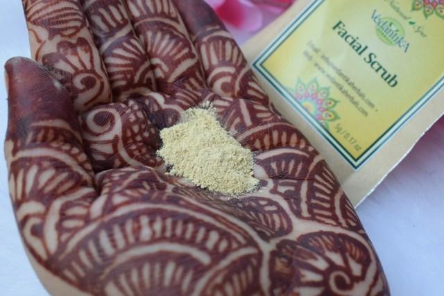 Vedantika Herbals Natural Spa Facial Scrub - Texture