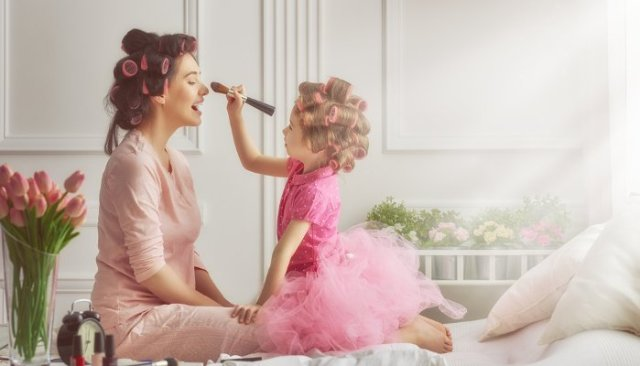 Mommy-Daughter Love Makeup