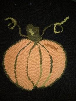Rug hooking - pumpkin