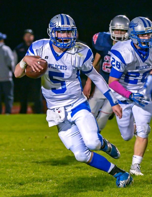 QB Jake Straughan.Running for a TD to Snap a 21 Game Winning Streak of State Champions Liberty Christian