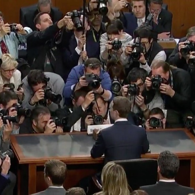 Zuckerberg im Mittelpunkt