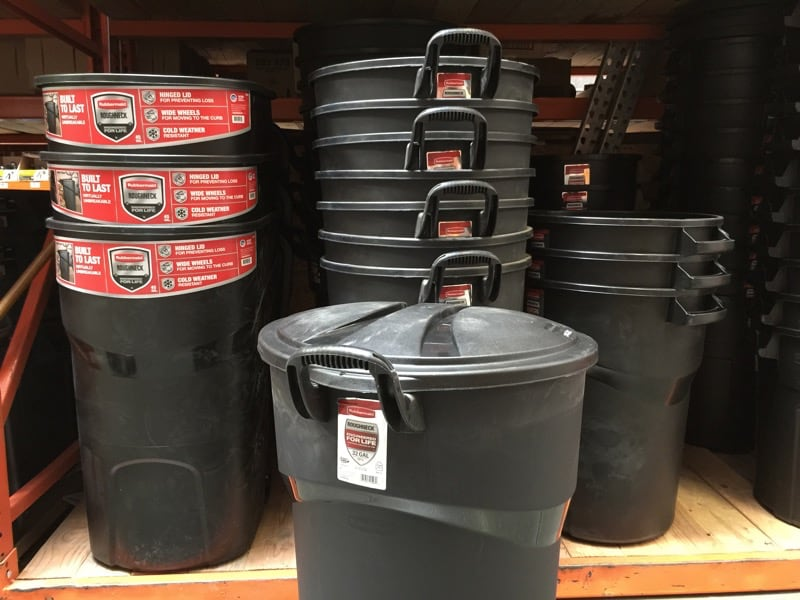HTD Rubbermaid Roughneck - trash cans