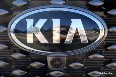 HTD 2016 Kia Sorento - Kia emblem & front camera