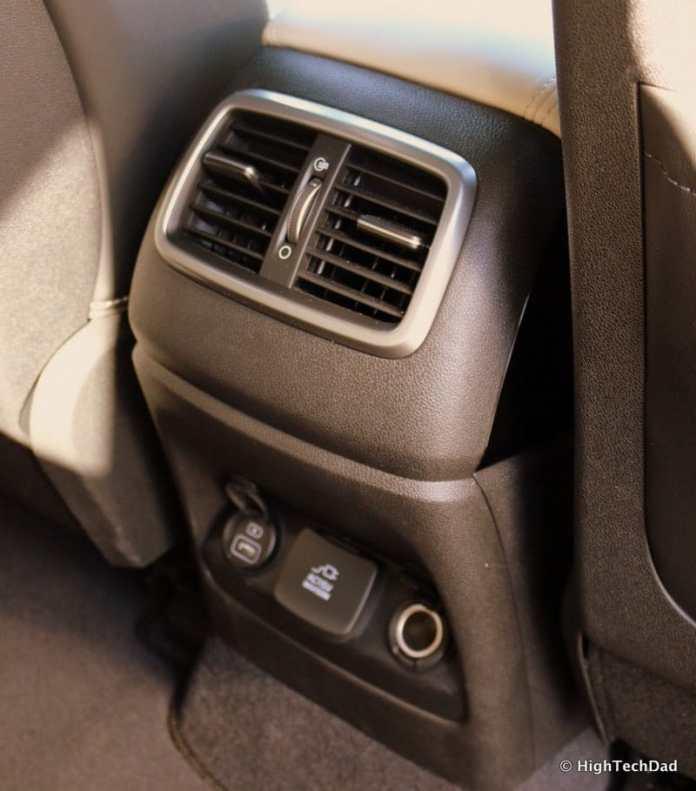 HTD 2016 Kia Sorento - middle row vents & charging ports