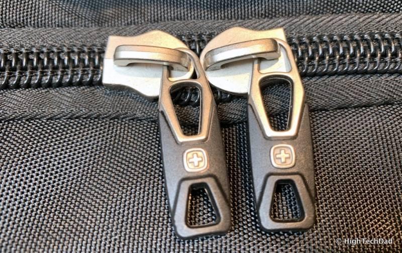 HighTechDad Swissgear 5358 USB ScanSmart Backpack Review - zippers