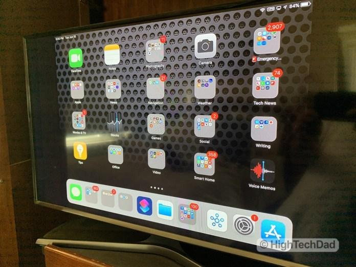 HighTechDad reviews BenQ InstaShow - iPad mirrored on HDTV