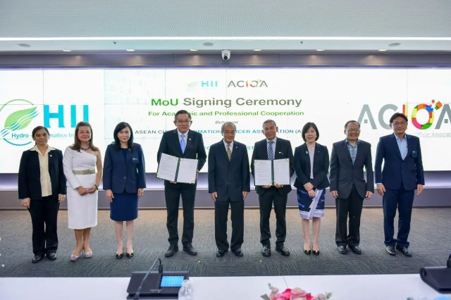 """The Memorandum of Understanding (MoU) Signing Ceremony between HII and ACIOA on """"Academic and Professional Cooperation"""""""