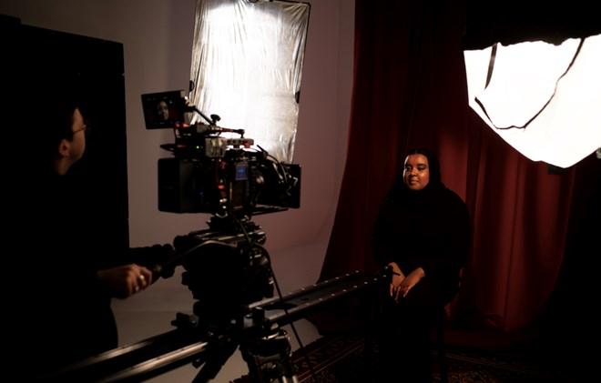Behind the scenes shot, in discussion with Samiya (credit: Awa Farah)