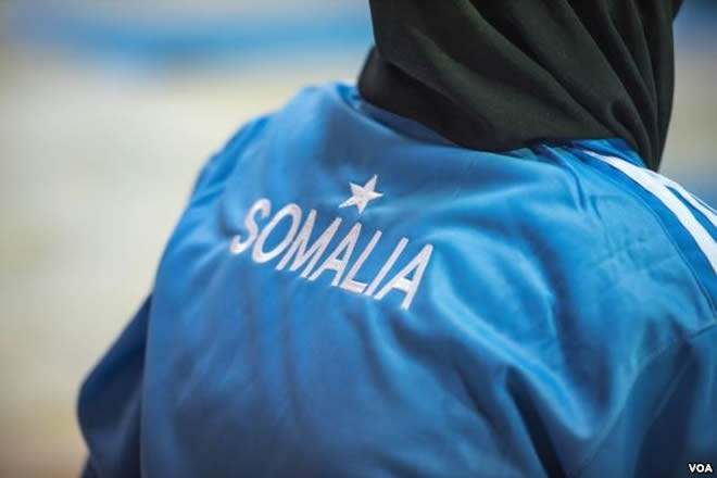 A participant in a mind-body wellness program for survivors of trauma wears a track suit with the Somali flag in Mogadishu, Jan. 16, 2017. (J. Patinkin/VOA)