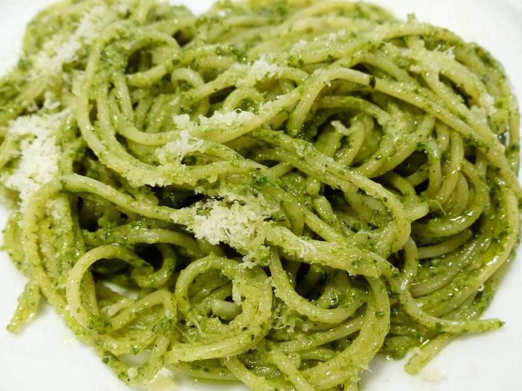 Halal Food in Italy: Spaghetti Pesto