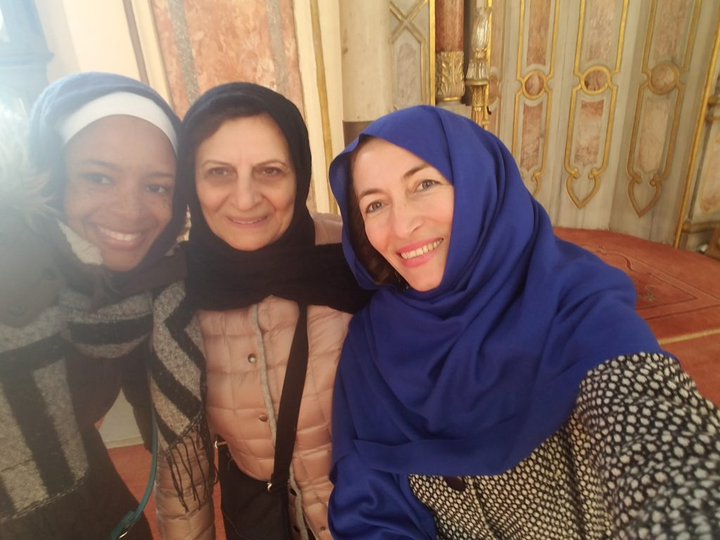 Is Istanbul safe for a woman to travel alone?- Selfie with strangers
