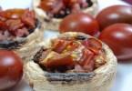 Champiñones rellenos de jamón y tomate