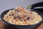 espirales de quinoa con pesto de berenjena