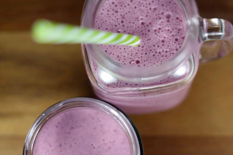 Yogur matinal de fresas y arándanos