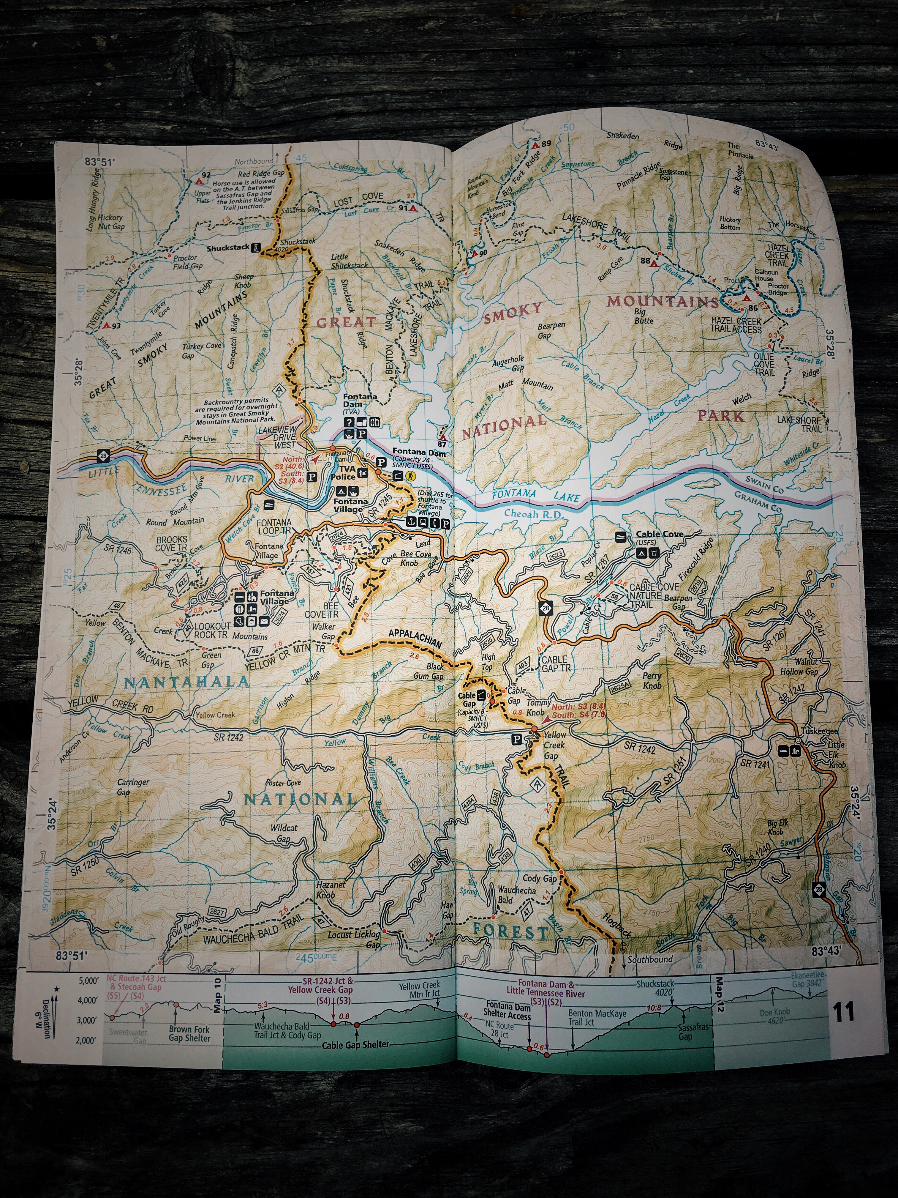 National geographic appalachian trail maps review hike tell if you were a day hiker trying to create a loop hike the maps allow you see whats in the area you can also see where county lines are gumiabroncs Choice Image