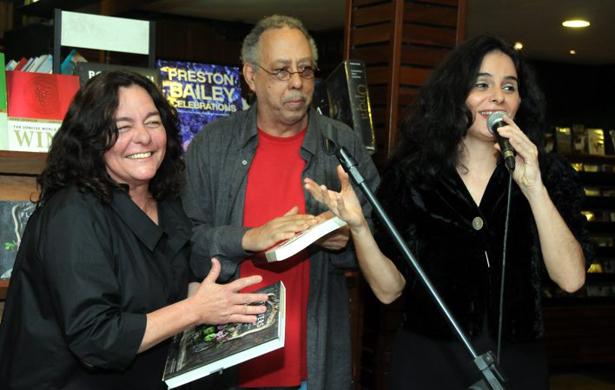 Moraes Luciana de Moraes Jards Macalé e Mariana de Moraes  Mariana, neta de Vinicius de Moraes, fala da morte da tia Luciana
