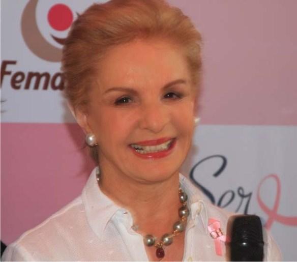 car 6 Carolina Herrera acende as luzes do Outubro Rosa no Rio
