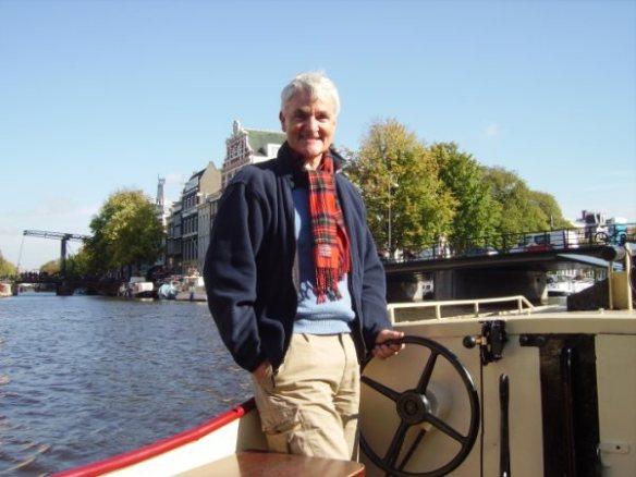ci 1 Sob as pontes de Amsterdam num lindo dia de outubro
