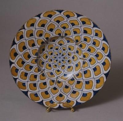 Broad-rimmed bowl