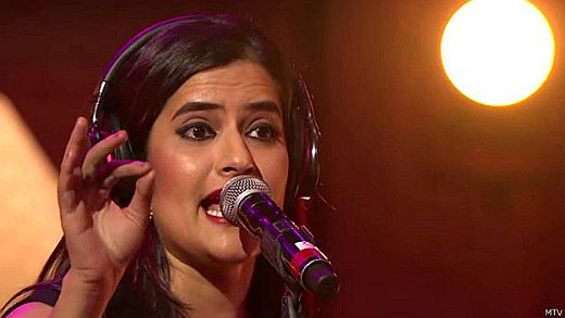 Sona Mohapatra considered Karthik Aryan's video as an example of domestic violence