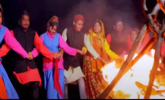 kumauni-chupkya-banj-video-song-showing-traditional-jhoda-dance-releasedthis-video-was-very-appealing-to-the-audience