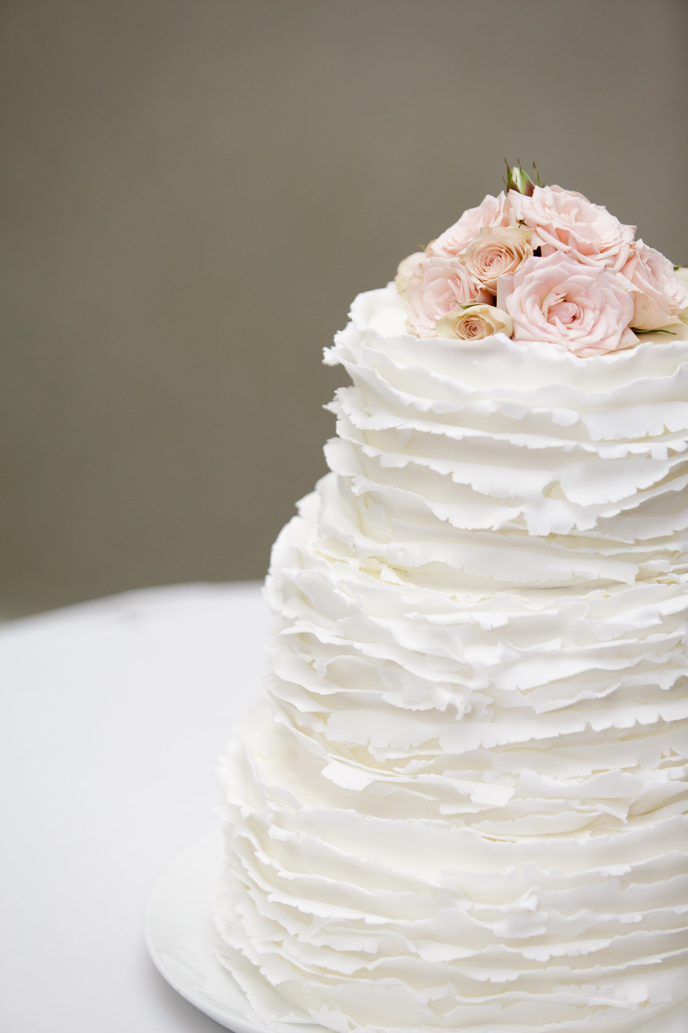 Hilton Sandestin Baker Creates Beach inspired Destin FL Wedding Cakes Yasha features three traditional wedding cakes taking a more simplistic  approach giving the wedding guests the chance to indulge in classic cake  flavors