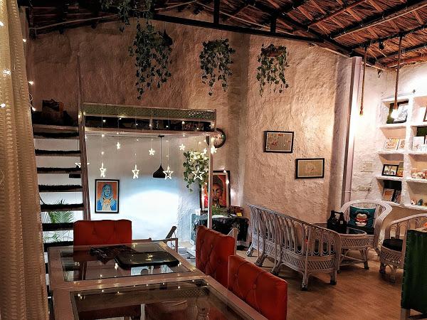 Burrow Café : Best Cafes IN Dehradun