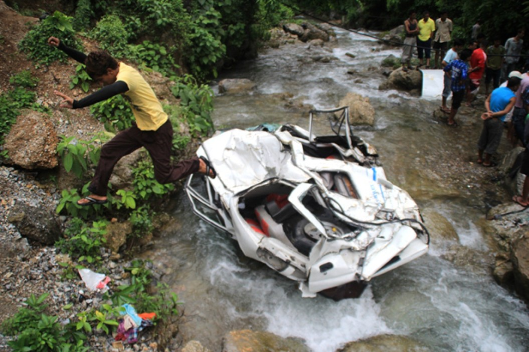 Jeep plunges into Kurung rivulet killing 14