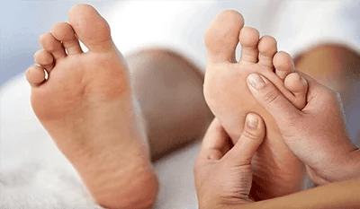 Zoneterapi some bliver udøvet på nogle fødder