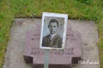 Erinnmerung an einen Verstorbenen auf dem Deutschen Kriegsgräberfriedhof von La Cambe #Landungsstrände