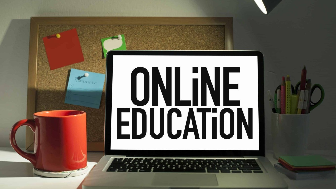 Online Education: Advantages And Disadvantages in Hindi