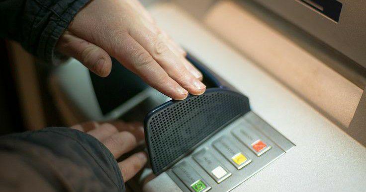 ATM से पैसे निकाला और Account से कट गया? लेकिन हाथ मे नही मिले पैसे तो ऐसे मिलेगा वापस