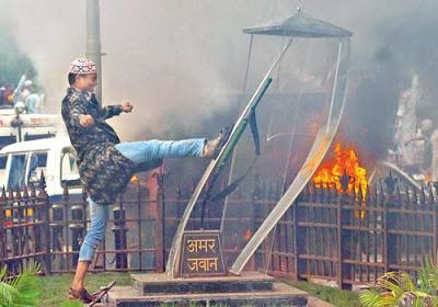 Muslim juvenile destroying Amar Jawan Jyoti