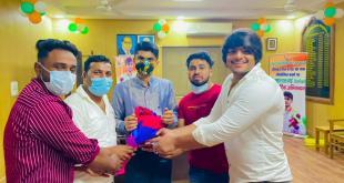 गौतम बुध नगर : जिला अधिकारी सुहास एल वाई रजत पदक विजेता से मुलाकात कर युथ ब्रिगेड के राहुल यादव ने किया सम्मानित