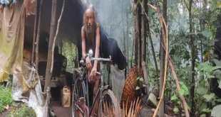 कर्नाटक : 17 सालों से सबकुछ छोड़कर घने जंगल में पुरानी एम्बेस्डर कार को बनाया घर,अपनों ने छोड़ा साथ
