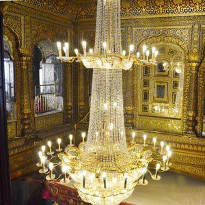 https://i1.wp.com/www.hindustantimes.com/Images/popup/2014/7/chandelier_compressed.jpg?w=580