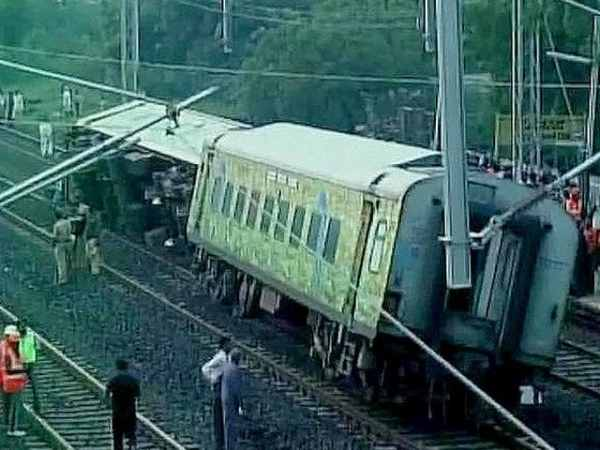 2 killed, 8 injured after Duronto Express derails in ...