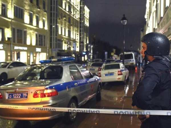 'Drunk' man who took hostages in Moscow bank surrenders to ...