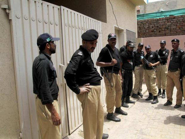 Pakistani policemen stand guard outside the house of social media celebrity Qandeel Baloch who was murdered by her brother in Multan, Pakistan. (AFP Photo)