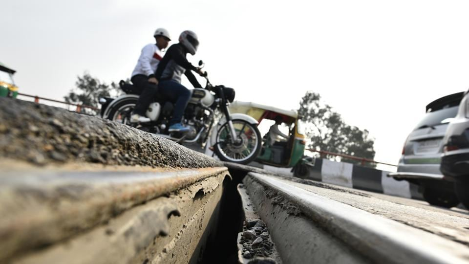 An 8-10 inches wide and around 10 feet long gap had developed between the girders at the flyover, raising safety concerns among commuters.
