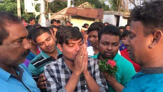 Dr Kishore Chandra Das (in checked shirt) salutes townsfolk before leaving Tentulikhunti on Sunday.