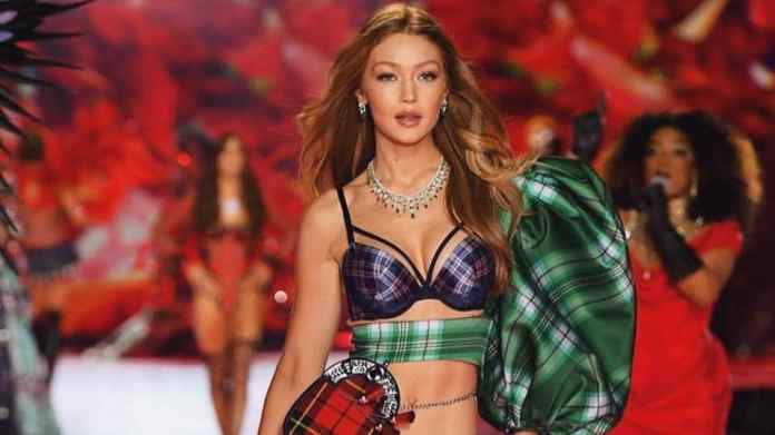 Say goodbye to angels in jewelled bras: Victoria's Secret holiday fashion show ... 1
