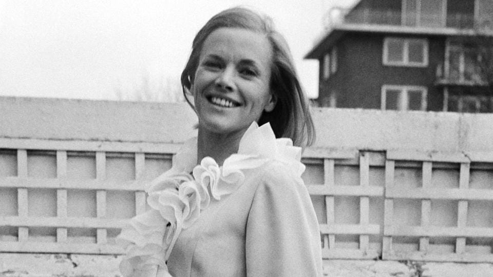 Actor Honor Blackman, known for playing Bond girl Pussy Galore, dies at 94 – hollywood