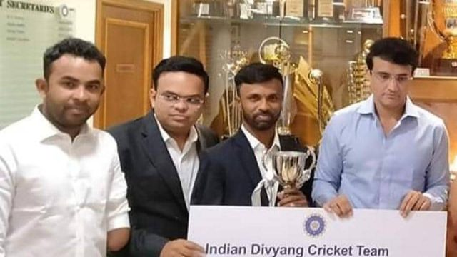 BCCI president Sourav Ganguly and secretary Jay Shah pose with the display prize money cheque for India's disabled cricket team, which won the T20 world series in England in August last year.