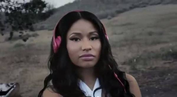 """Nicki Minaj – """"#SoloSelfie"""" (Beats by Dre commercial ..."""