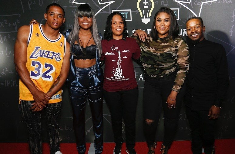 HOUSTON, TX - APRIL 26: Cordell Broadus, Kim Civil, Nina Parker and Chris Grace pose with students as AHF presents the Know Your Status tour on April 26, 2017 in Houston, Texas. (Photo by Bob Levey/Getty Images for AIDS Healthcare Foundation)