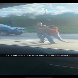 Edna Mojica shared a video of a white man beating her daughter up, in Houston. The fight occurred over a road rage incident and the person in the vehicle ahead filmed the altercation. How the man caught her daughter is due to the traffic light being red, and, worst of all, is that the witnesses say the man was the one in the wrong.