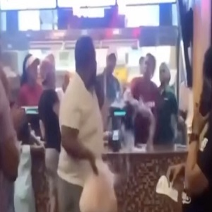 Man fights Popeye's cashier