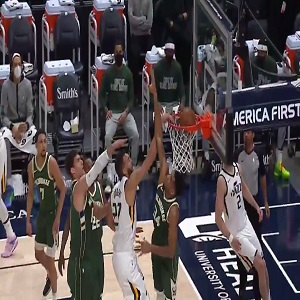 Rudy Gobert dunks on Giannis